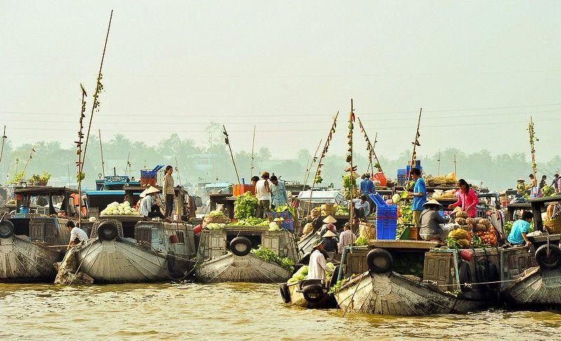 Chợ nổi Cái Bè Tiền Giang.