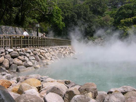 Kết quả hình ảnh cho Suối nước nóng Kênh Gà ninh bình
