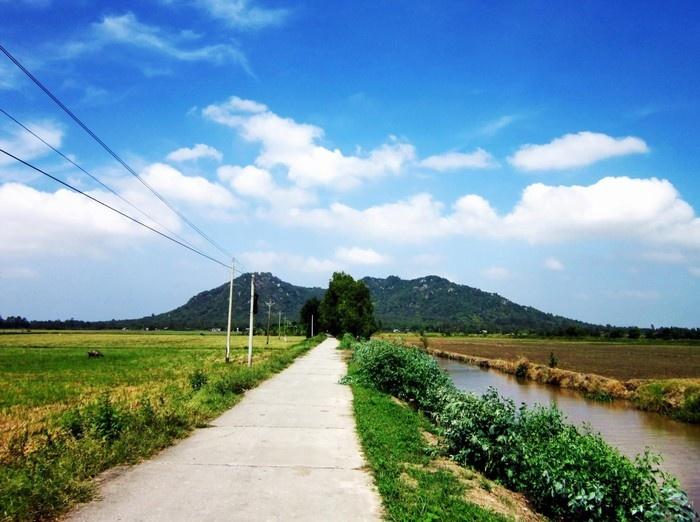 Con đường dẫn đến núi Ba Thê