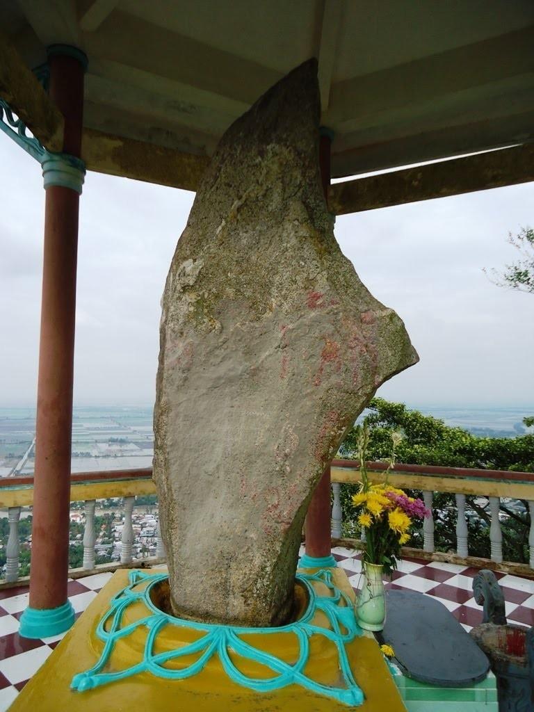 Thạch Đại Đao nổi tiếng trên đỉnh núi Ba Thê ở vùng đất An Giang